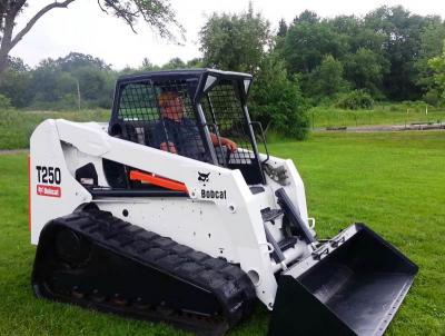 Аренда мини-погрузчика на гусеничном ходу Bobcat T250